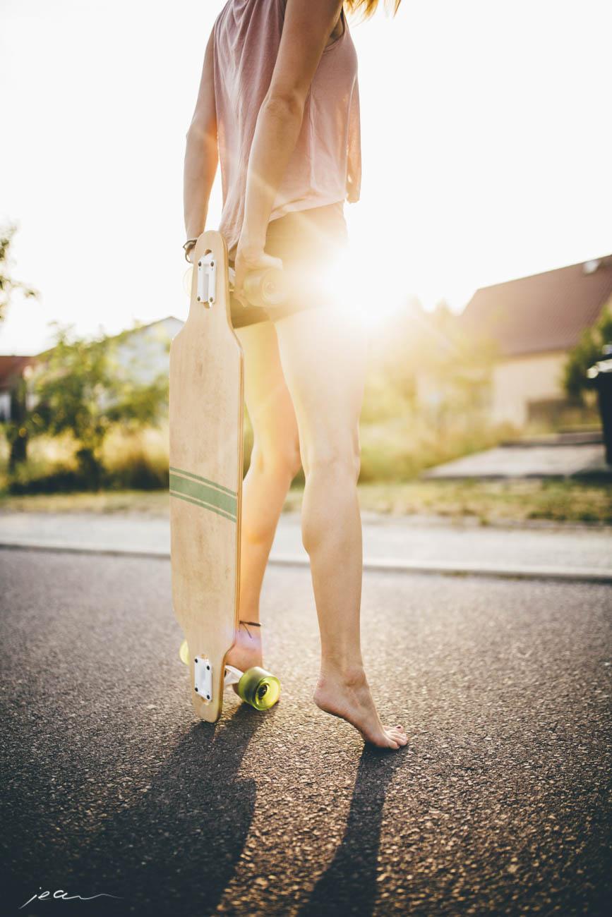 Lifestylefotograf Skateboard Gegenlicht Mädchen